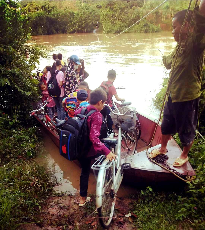 """Lạng Sơn: Học sinh vất vả vượt sông """"đi tìm con chữ"""" ngày mưa lũ  - Ảnh 4."""