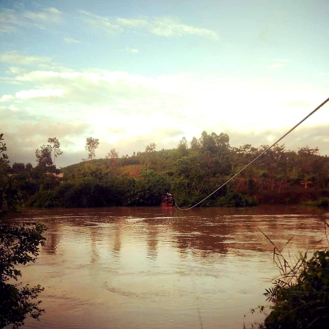 """Lạng Sơn: Học sinh vất vả vượt sông """"đi tìm con chữ"""" ngày mưa lũ  - Ảnh 5."""
