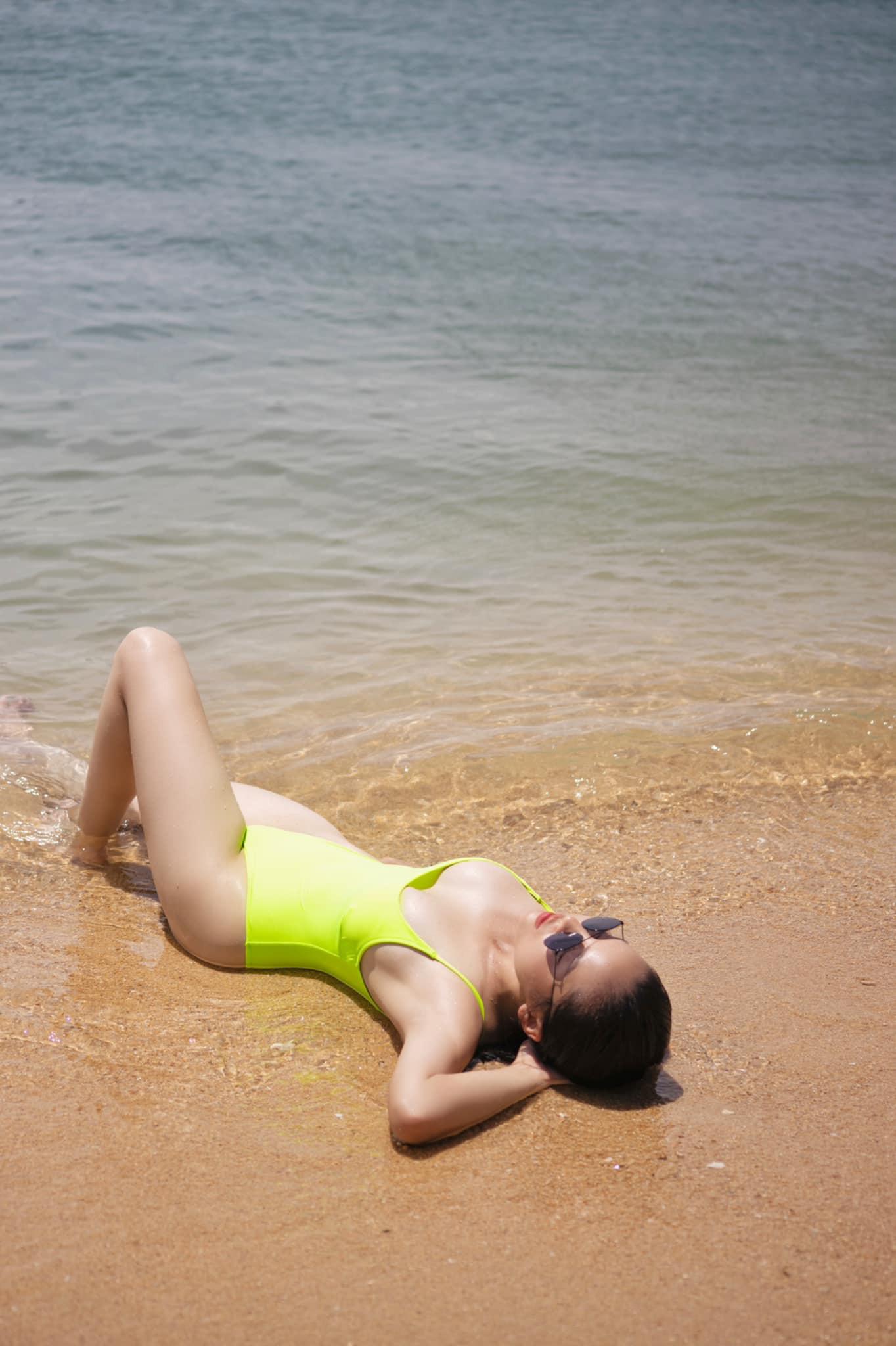 """Kỳ Duyên tung ảnh mặc bikini quyến rũ """"bỏng mắt"""" dưới nước, tạo dáng dễ gây """"nhìn nhầm"""" - Ảnh 4."""