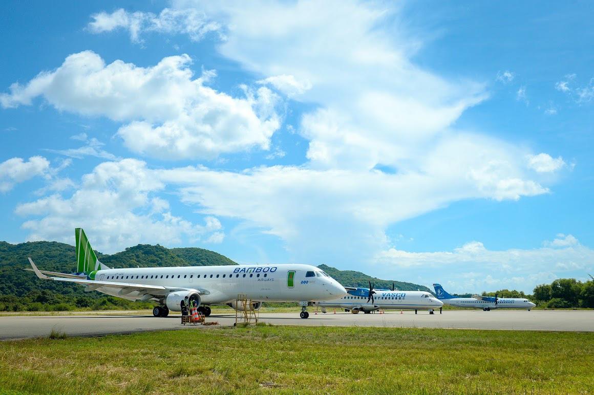 Bão số 9 lớn nhất lịch sử: Hàng trăm chuyến bay bị huỷ - Ảnh 3.