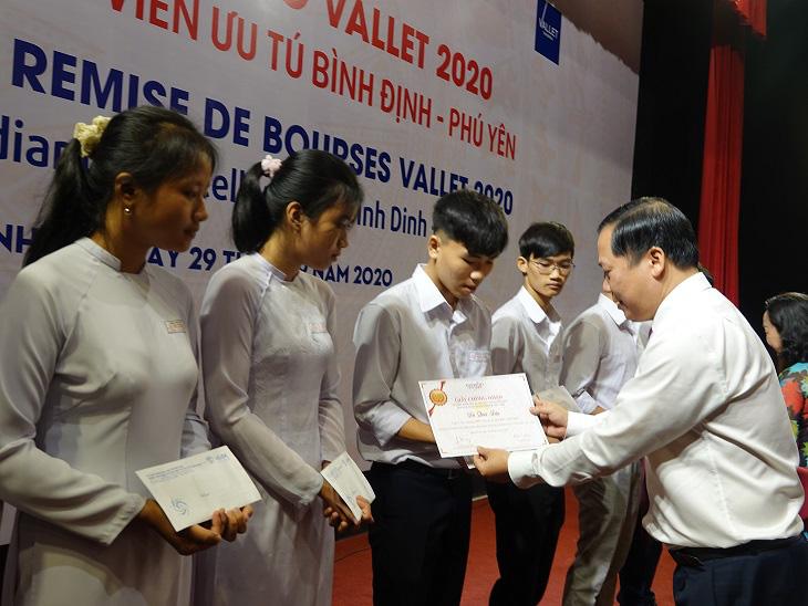 """Học bổng Vallet """"đến tay"""" học sinh, sinh viên Bình Định, Phú Yên và Gia Lai - Ảnh 1."""