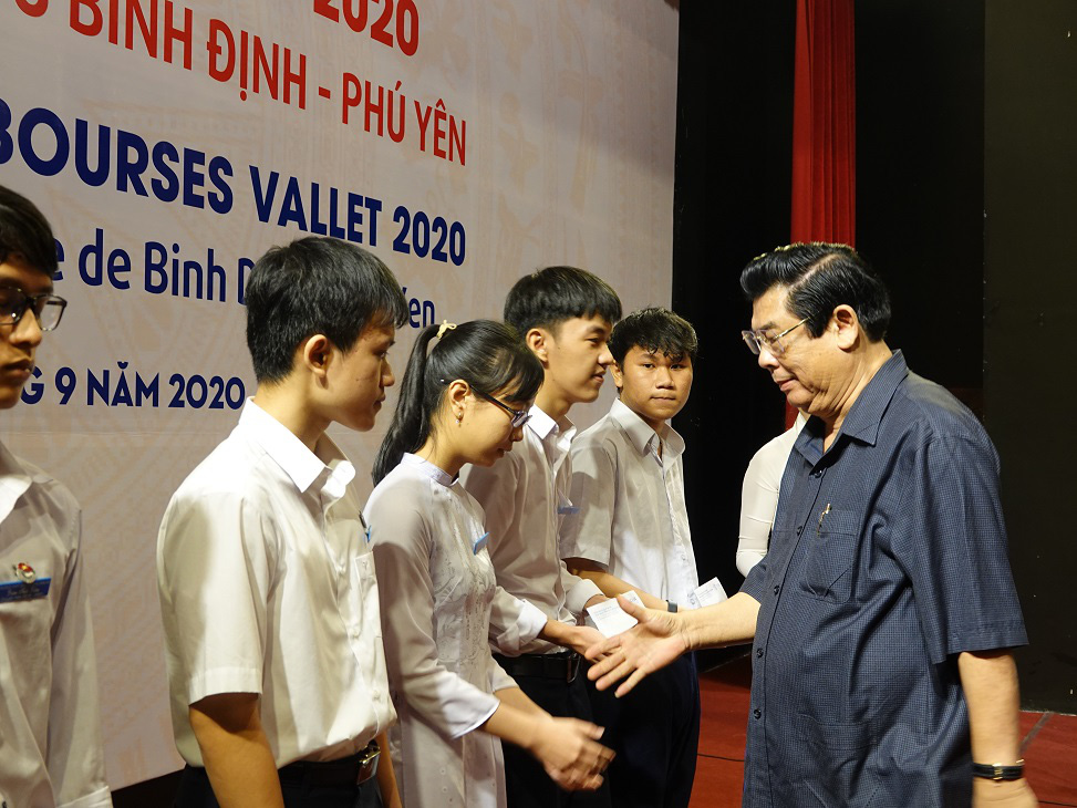"""Học bổng Vallet """"đến tay"""" học sinh, sinh viên Bình Định, Phú Yên và Gia Lai - Ảnh 2."""