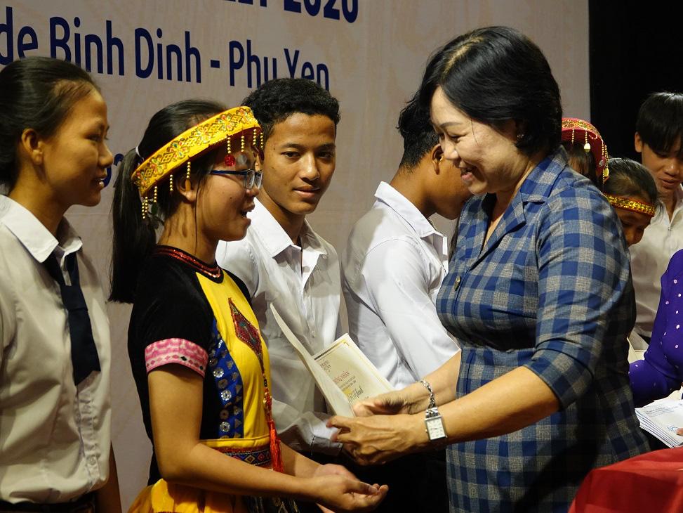 """Học bổng Vallet """"đến tay"""" học sinh, sinh viên Bình Định, Phú Yên và Gia Lai - Ảnh 3."""