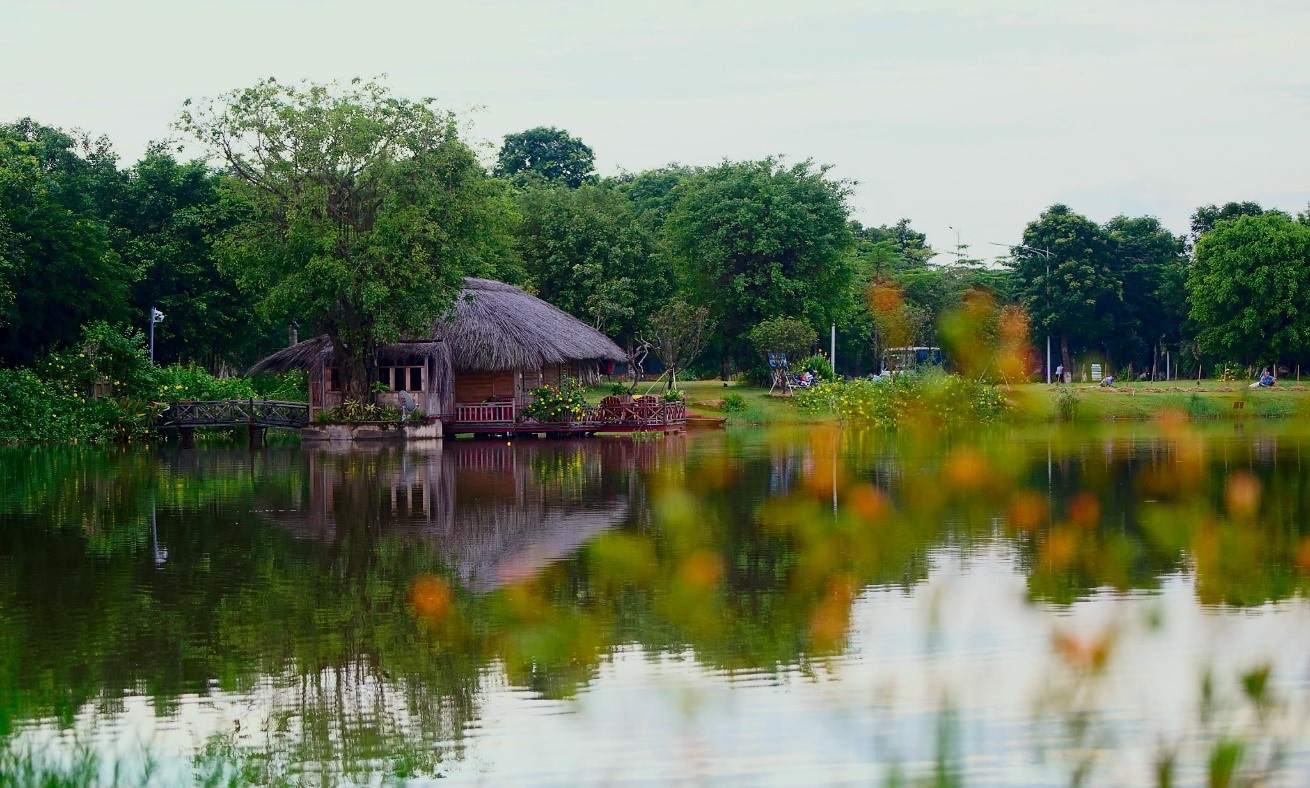 Ngắm bình minh đẹp như tranh vẽ tại khu đô thị xanh Ecopark - Ảnh 2.