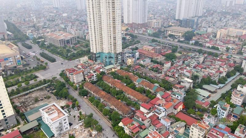 Nơm nớp sống trong khu tập thể gần 50 tuổi xập xệ, dột nát giữa Thủ đô - Ảnh 1.