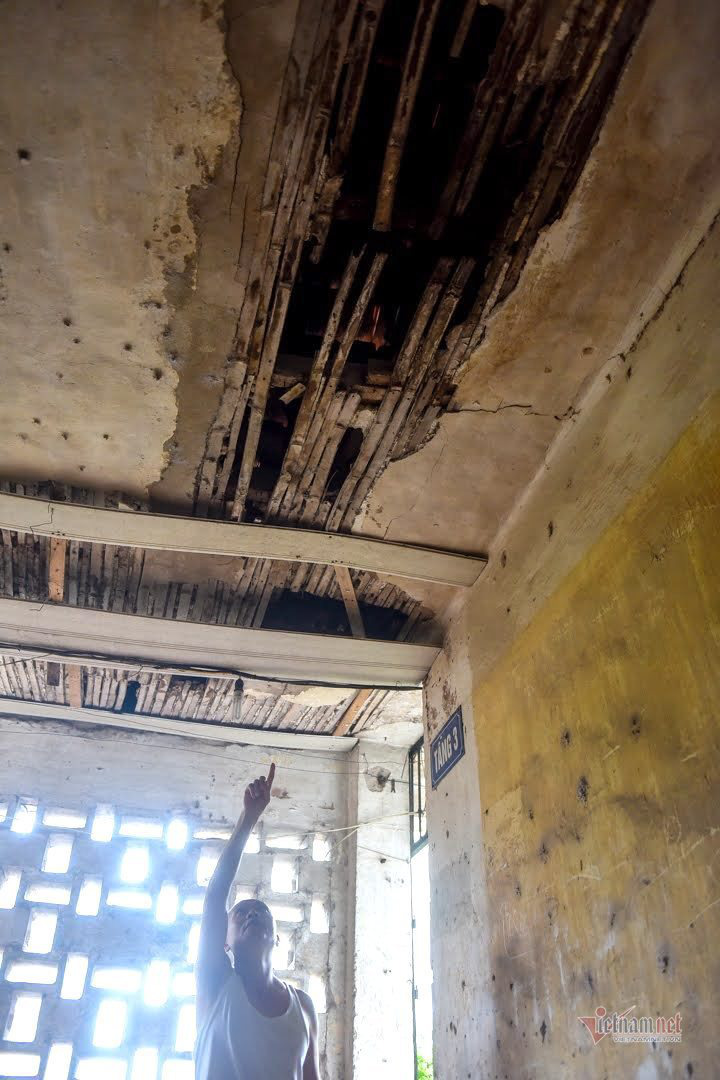 Nơm nớp sống trong khu tập thể gần 50 tuổi xập xệ, dột nát giữa Thủ đô - Ảnh 7.