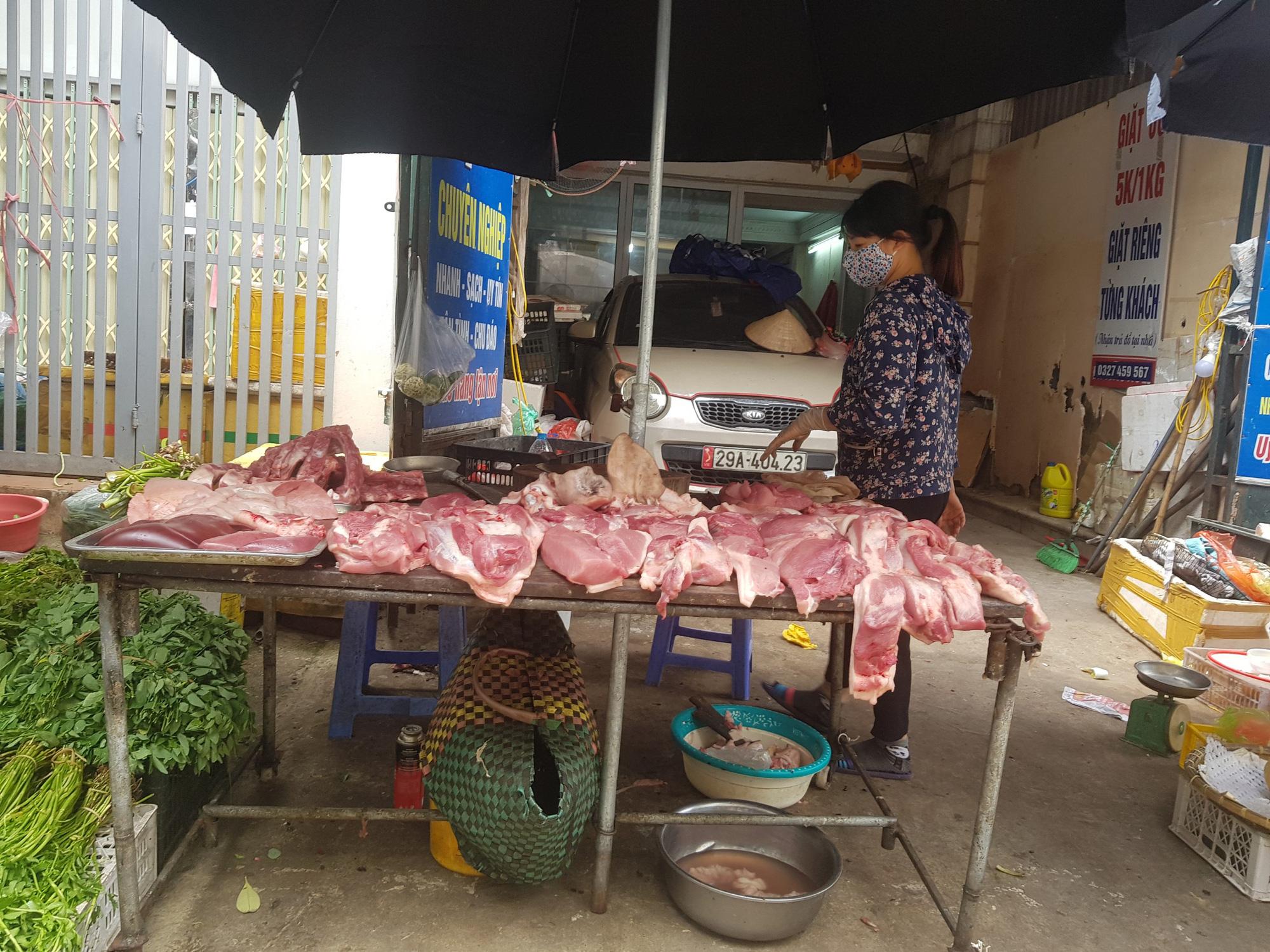 Người tiêu dùng thở phào khi giá lợn hạ nhiệt - Ảnh 1.