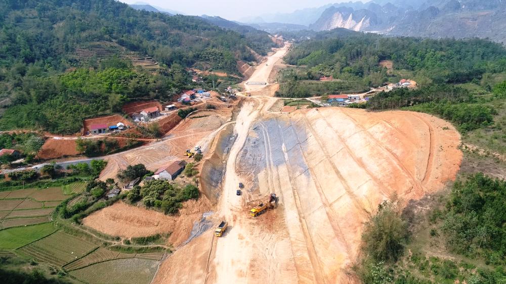 Lạng Sơn: Tập trung đẩy nhanh giải ngân vốn 19 dự án trọng điểm - Ảnh 1.