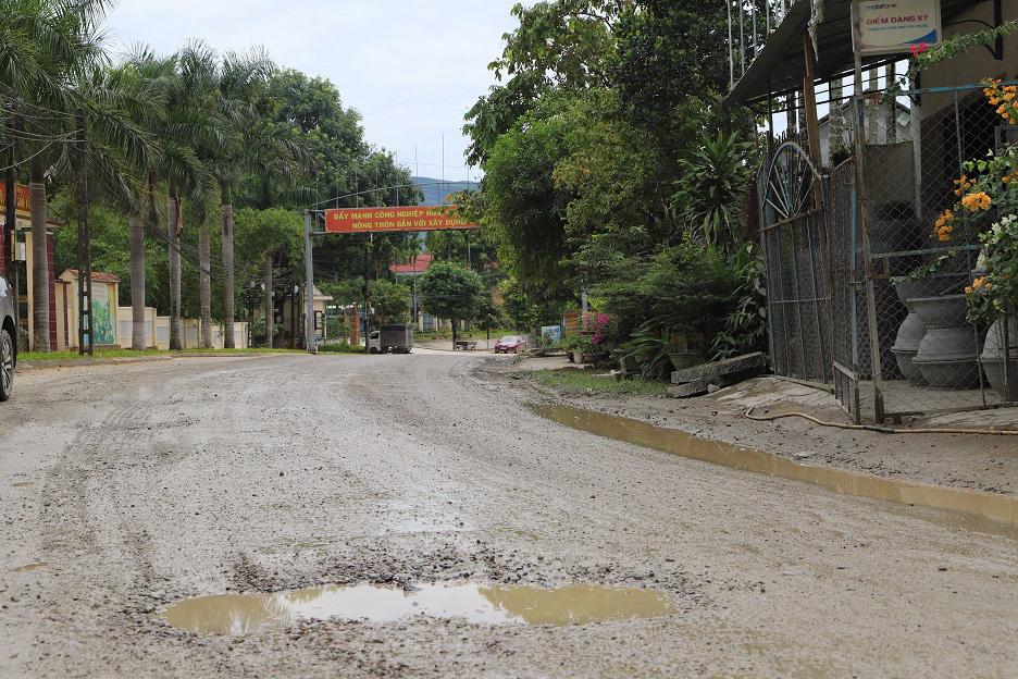 """Bình Định: Đoàn xe """"siêu tải"""" cày xéo, 16km đường ở huyện miền núi """"nát như tương"""" - Ảnh 6."""