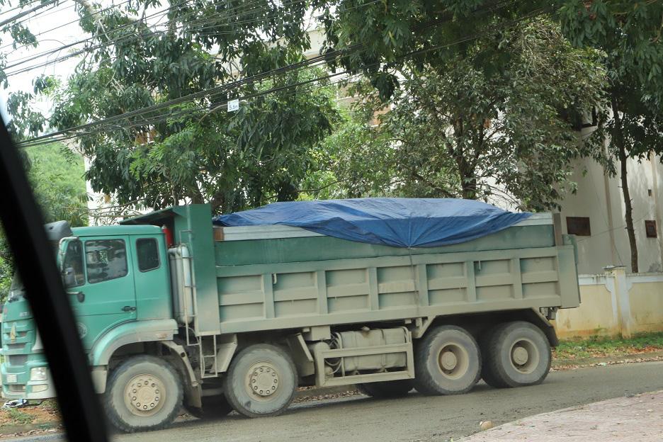 """Bình Định: Đoàn xe """"siêu tải"""" cày xéo, 16km đường ở huyện miền núi """"nát như tương"""" - Ảnh 7."""