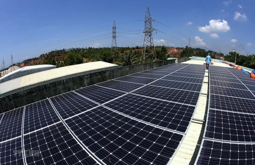 Cổ phiếu doanh nghiệp điện mặt trời nổi sóng - Ảnh 1.