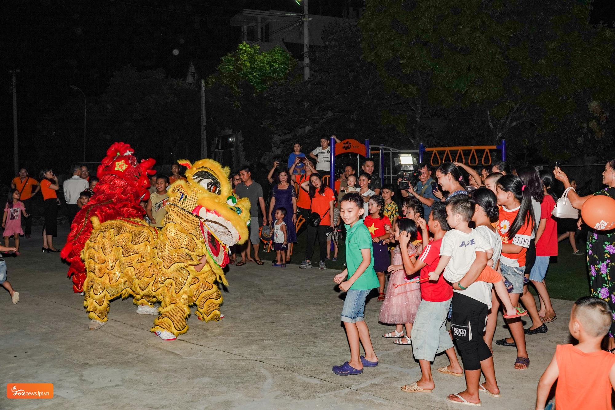 FPT Telecom tổ chức vui Tết Trung thu cho trẻ em tại sân chơi FoxSteps 59 tỉnh thành  - Ảnh 2.