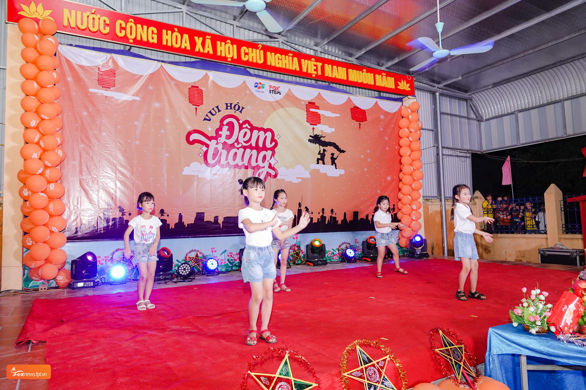 FPT Telecom tổ chức vui Tết Trung thu cho trẻ em tại sân chơi FoxSteps 59 tỉnh thành  - Ảnh 1.