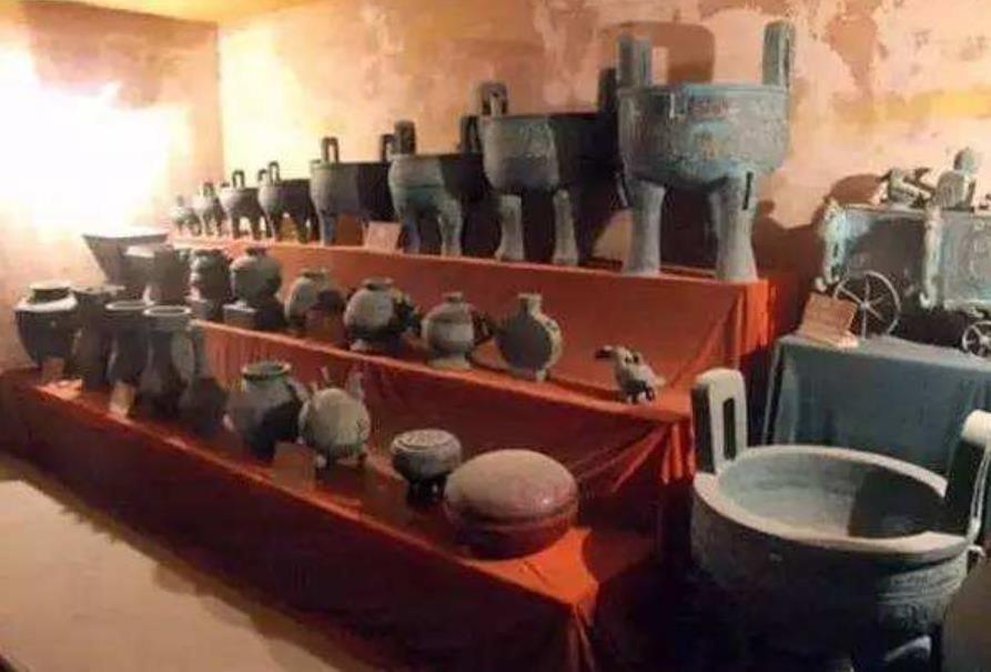 Khu mộ lớn nhất được khai quật ở Trung Quốc, chôn cất gần 200 người, lỗ hang đạo mộ còn nhiều hơn cả hang chuột - Ảnh 3.