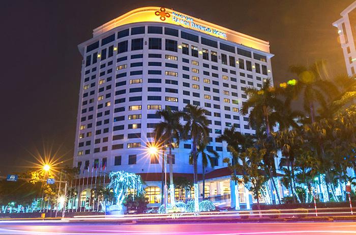 Đêm không sáng đèn, Hilton, Melia, Metropole... khủng hoảng - Ảnh 1.