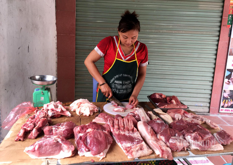 Giá lợn hơi lao dốc, chợ giảm nhỏ giọt, dân buôn kêu ế dài - Ảnh 2.