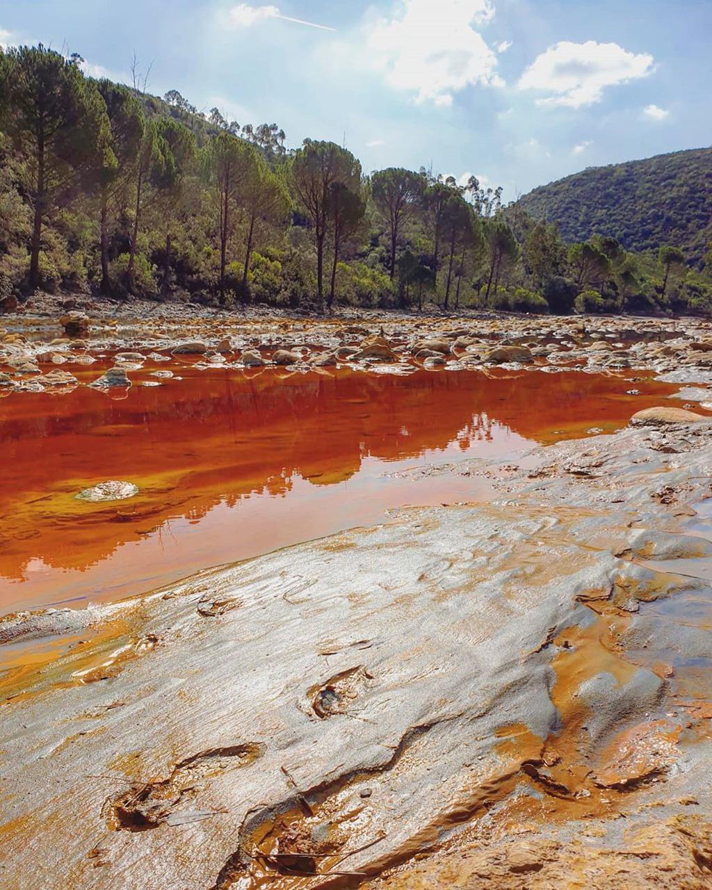 Độc đáo loạt sông hồ có màu cực lạ - Ảnh 5.