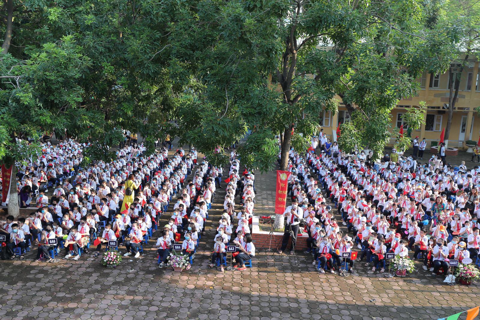 Trên 2.000 giáo viên, học sinh Trường THCS Nguyễn Trường Tộ khai giảng năm học mới - Ảnh 2.