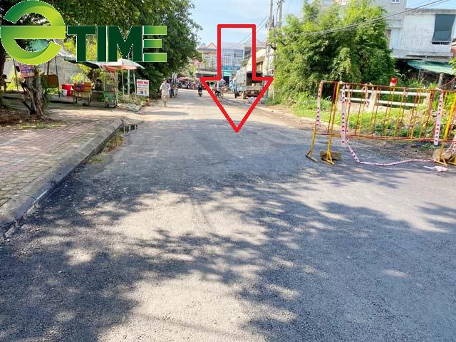 Quảng Ngãi: Kì lạ huyện cho thảm nhựa chồng lên đường bê tông?  - Ảnh 4.