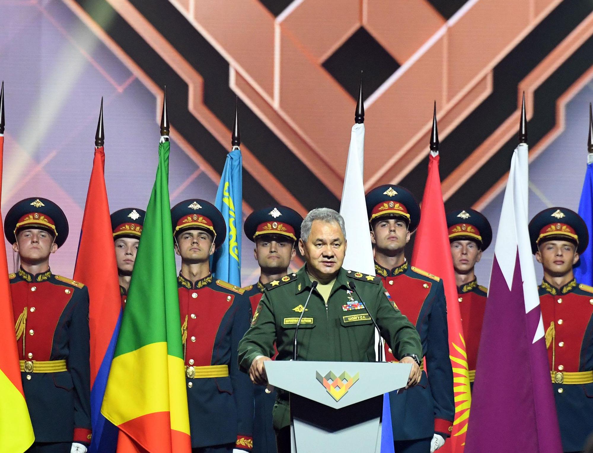 Những hình ảnh ấn tượng, pháo hoa rực rỡ tại lễ bế mạc Army Games 2020 - Ảnh 1.