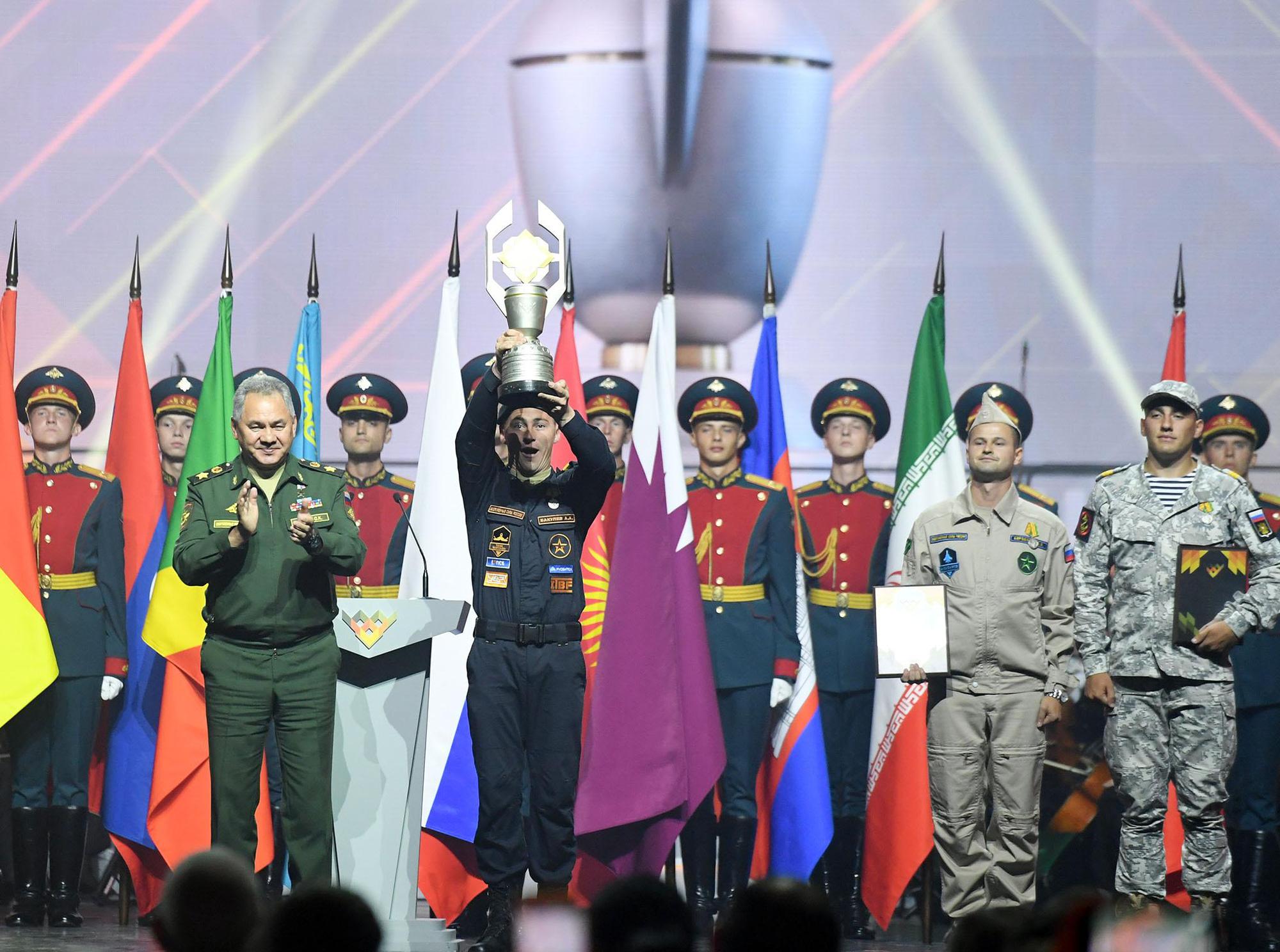 Những hình ảnh ấn tượng, pháo hoa rực rỡ tại lễ bế mạc Army Games 2020 - Ảnh 4.