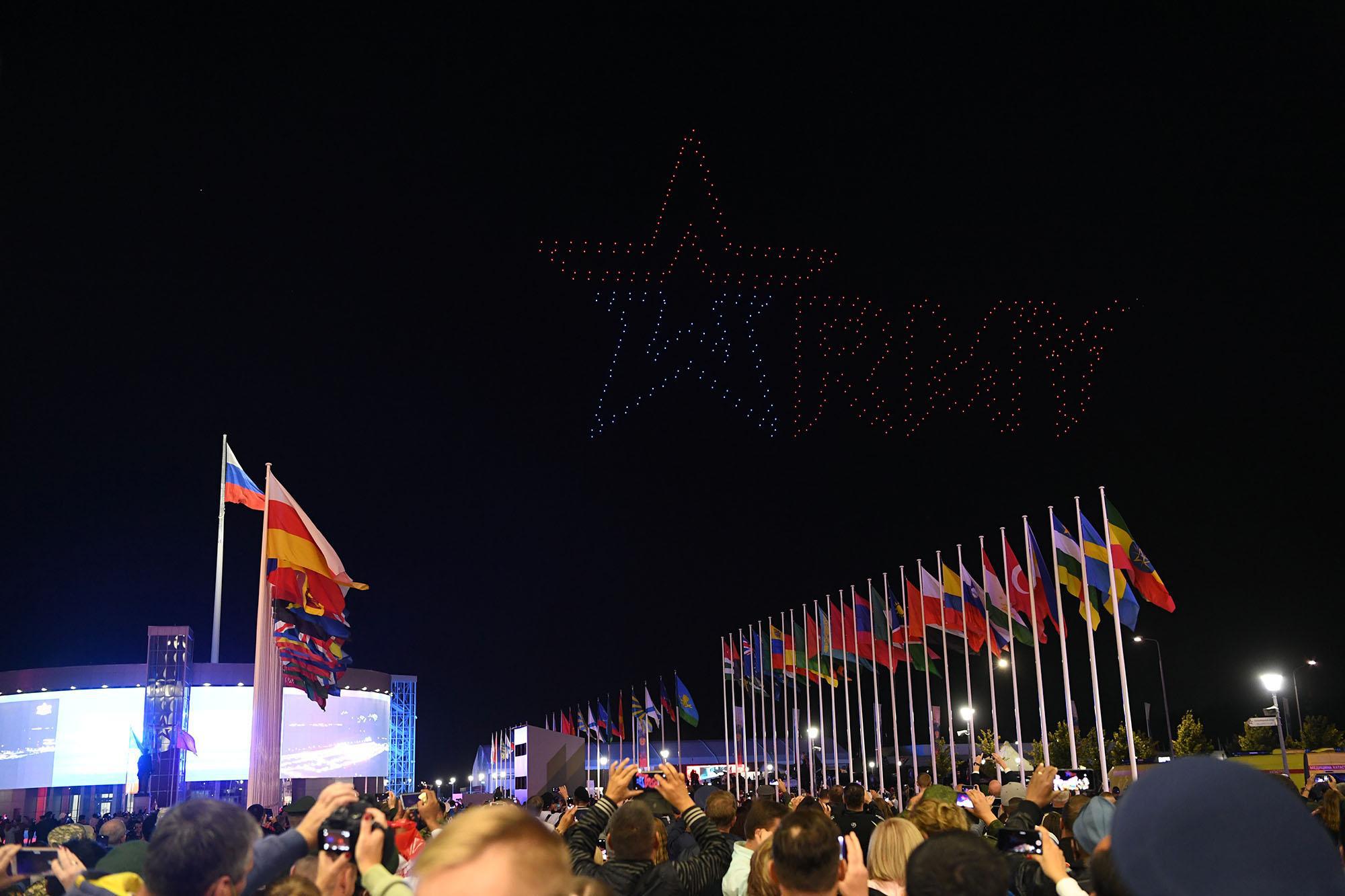 Những hình ảnh ấn tượng, pháo hoa rực rỡ tại lễ bế mạc Army Games 2020 - Ảnh 10.