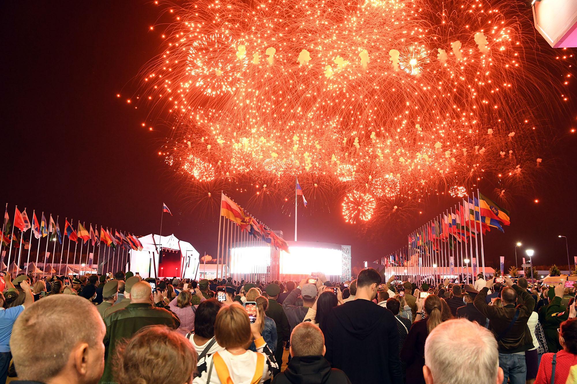 Những hình ảnh ấn tượng, pháo hoa rực rỡ tại lễ bế mạc Army Games 2020 - Ảnh 12.