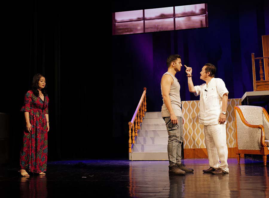 """Nhà hát Tuổi trẻ đỏ đèn với hai vở diễn mới """"Bộ cảnh phục"""" và """"Trại hoa vàng""""  - Ảnh 1."""