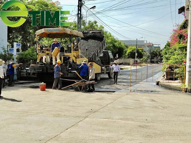 Quảng Ngãi: Tuyến đường được thảm nhựa chồng bê tông đi qua nhà một lãnh đạo huyện  - Ảnh 1.