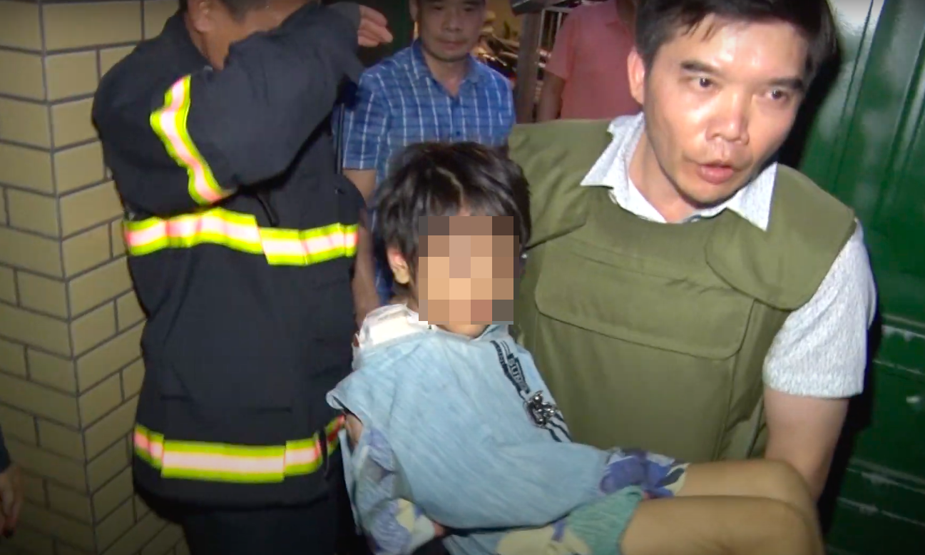Bắc Ninh: Giải cứu thành công bé gái bị bố đẻ bạo hành - Ảnh 3.