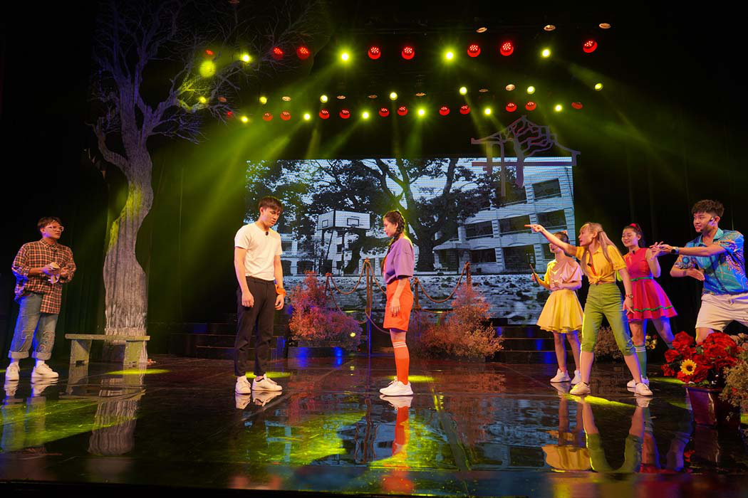 """Nhà hát Tuổi trẻ đỏ đèn với hai vở diễn mới """"Bộ cảnh phục"""" và """"Trại hoa vàng""""  - Ảnh 4."""