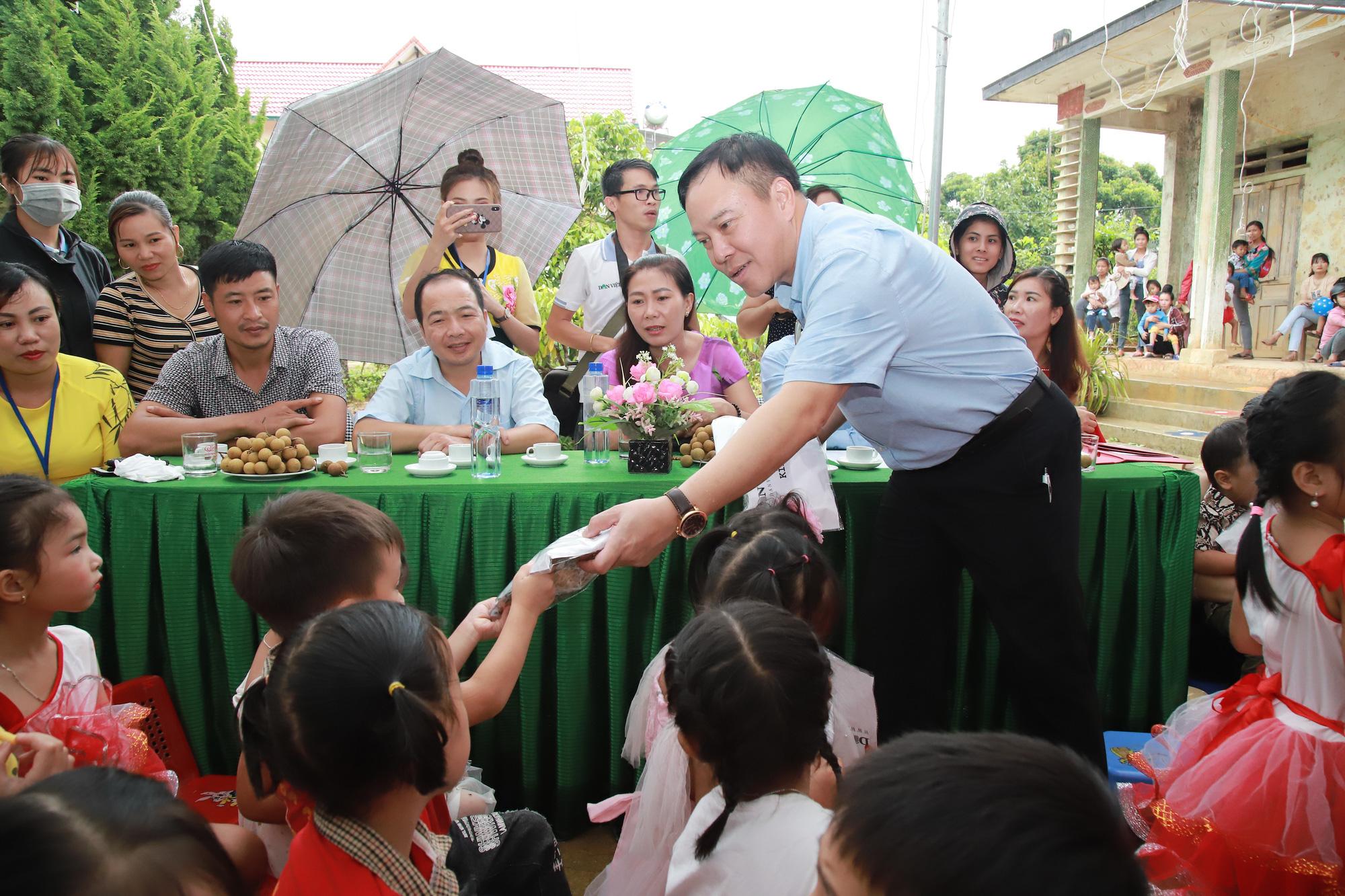 Gần trăm trẻ mầm non vùng cao biên giới Sơn La có điểm trường mơ ước - Ảnh 5.