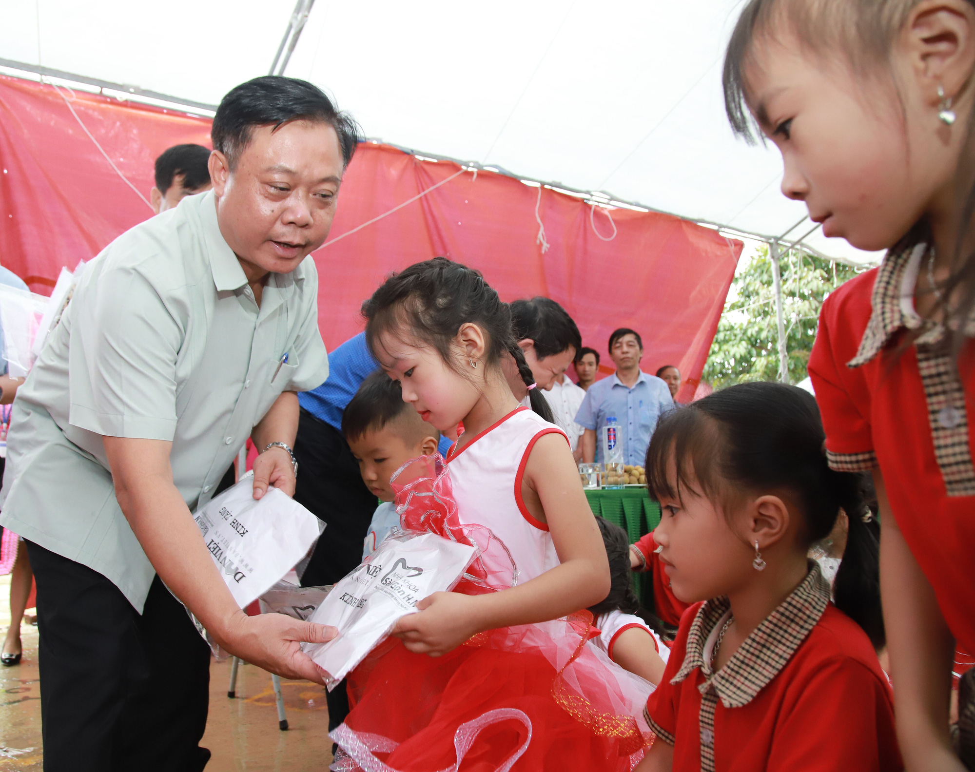 Gần trăm trẻ mầm non vùng cao biên giới Sơn La có điểm trường mơ ước - Ảnh 7.