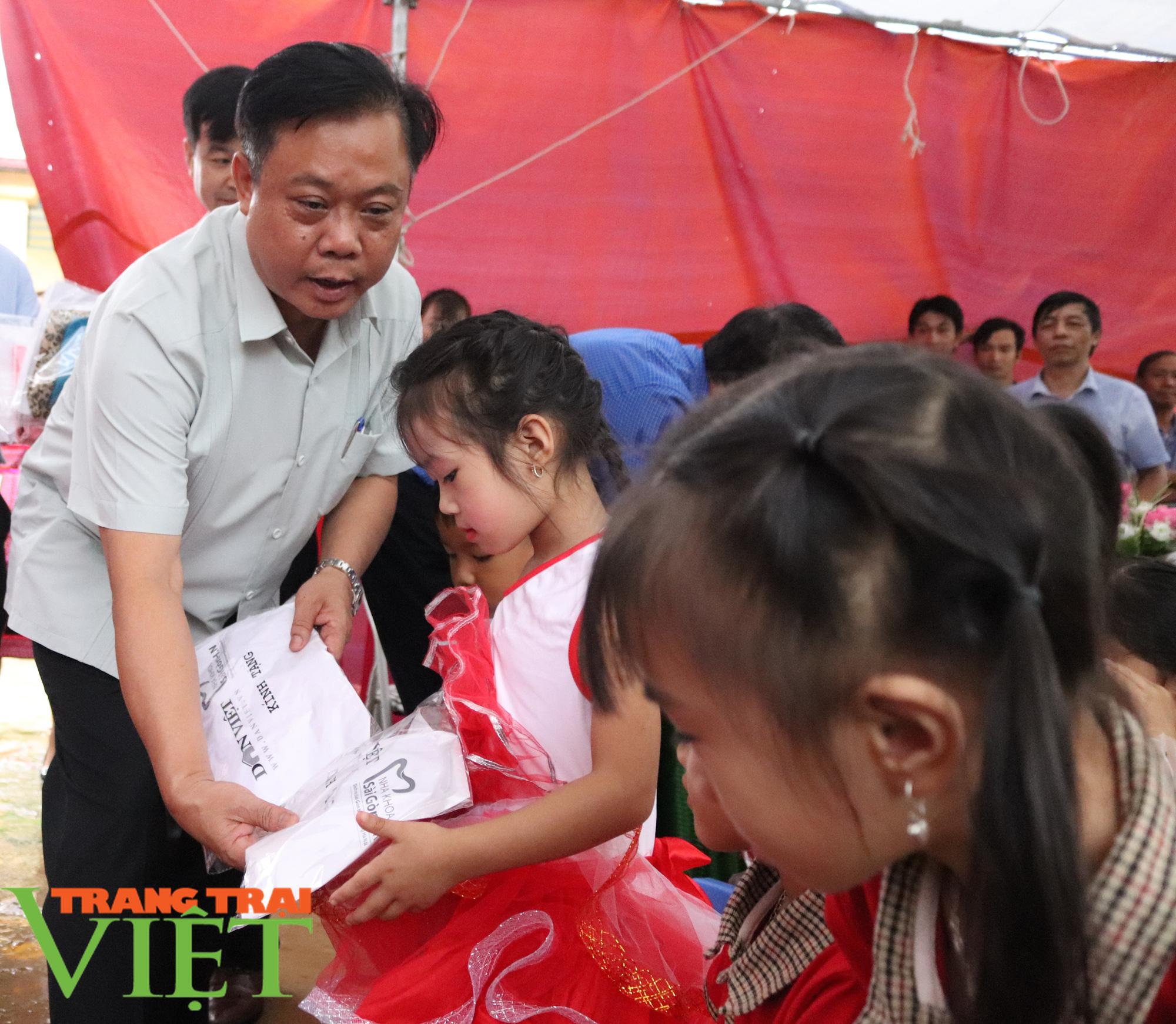 """Báo NTNN/Dân Việt - Quỹ Thiện Tâm khánh thành """"Điểm trường mơ ước"""" từ thiện tại Sơn La - Ảnh 7."""
