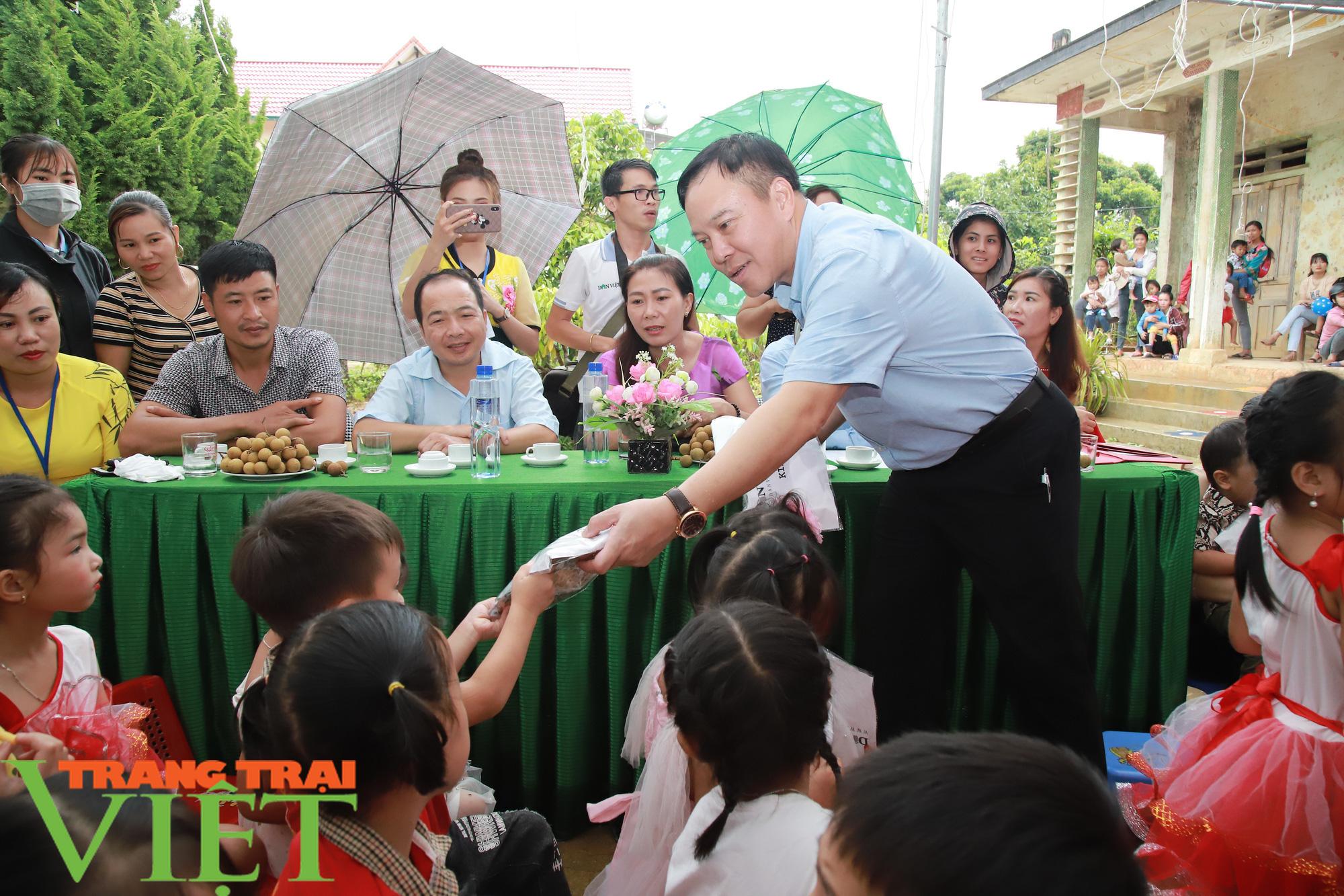 """Báo NTNN/Dân Việt - Quỹ Thiện Tâm khánh thành """"Điểm trường mơ ước"""" từ thiện tại Sơn La - Ảnh 6."""
