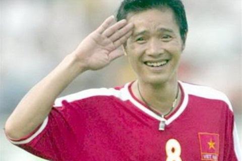Kiểu ăn mừng phong cách quân đội của Hồng Sơn