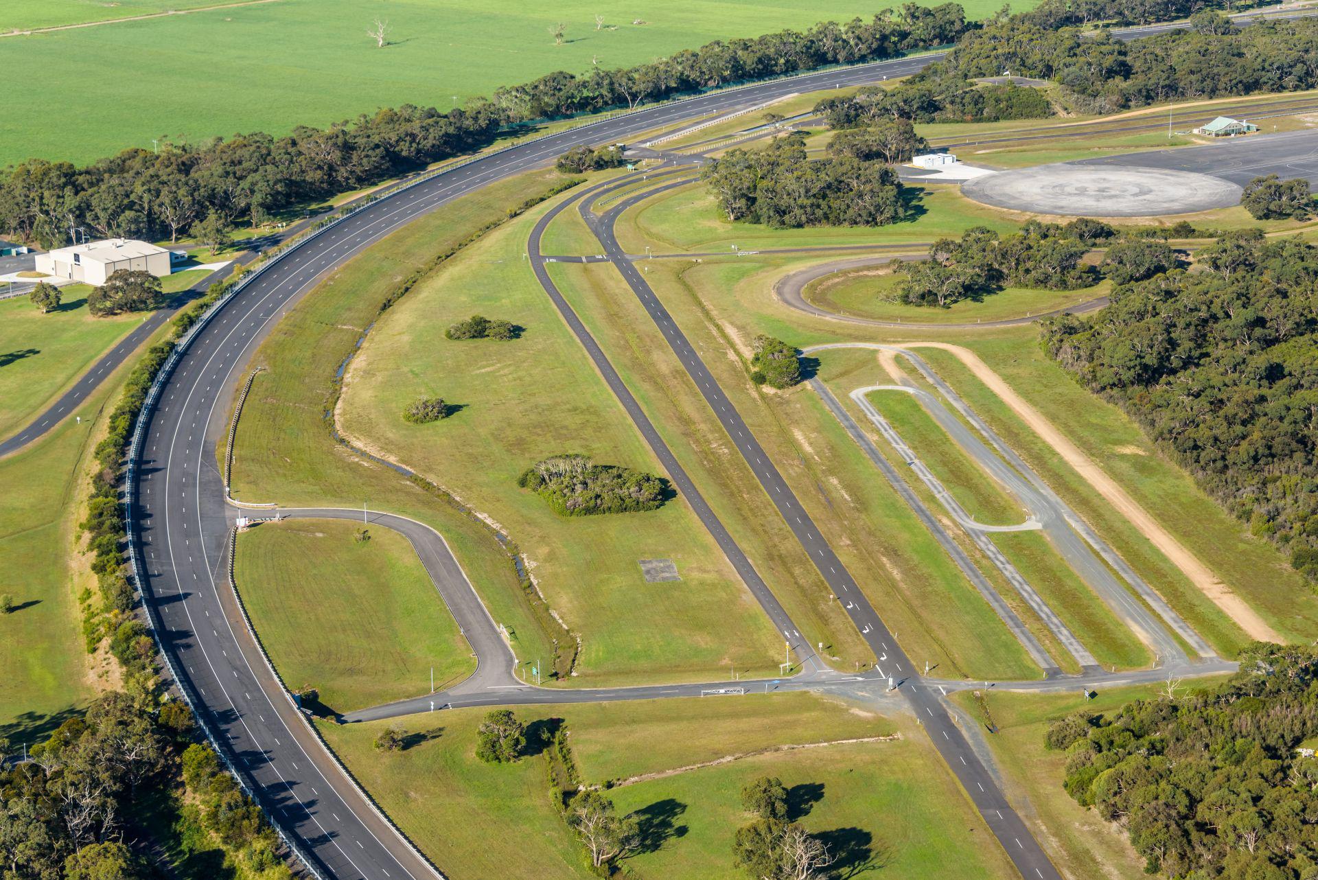 VinFast mua trung tâm thử nghiệm xe của GM tại Australia - Ảnh 4.