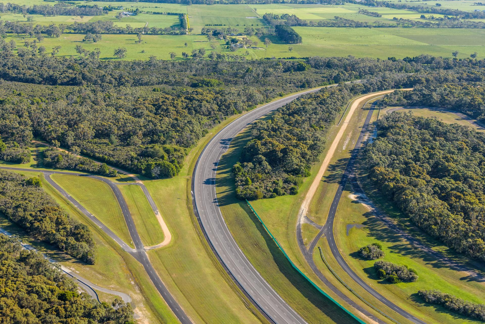 VinFast mua trung tâm thử nghiệm xe của GM tại Australia - Ảnh 6.
