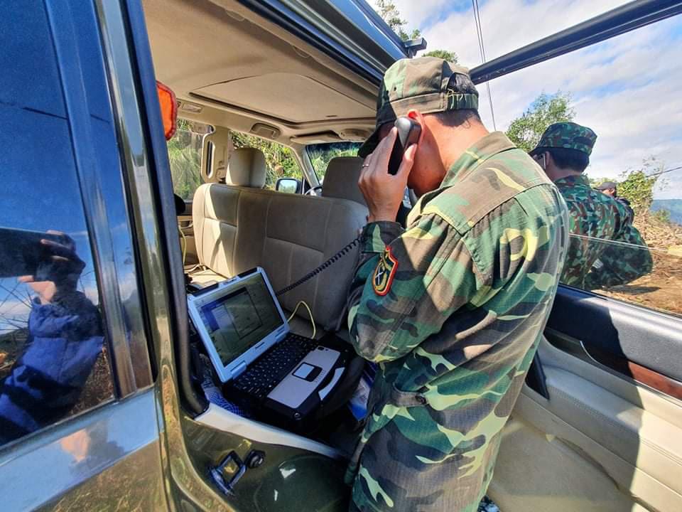 Ảnh, clip: Những hình ảnh trực tiếp của cuộc tìm kiếm cứu nạn vụ sạt lở vùi lấp hơn 50 người ở Nam Trà My - Ảnh 15.