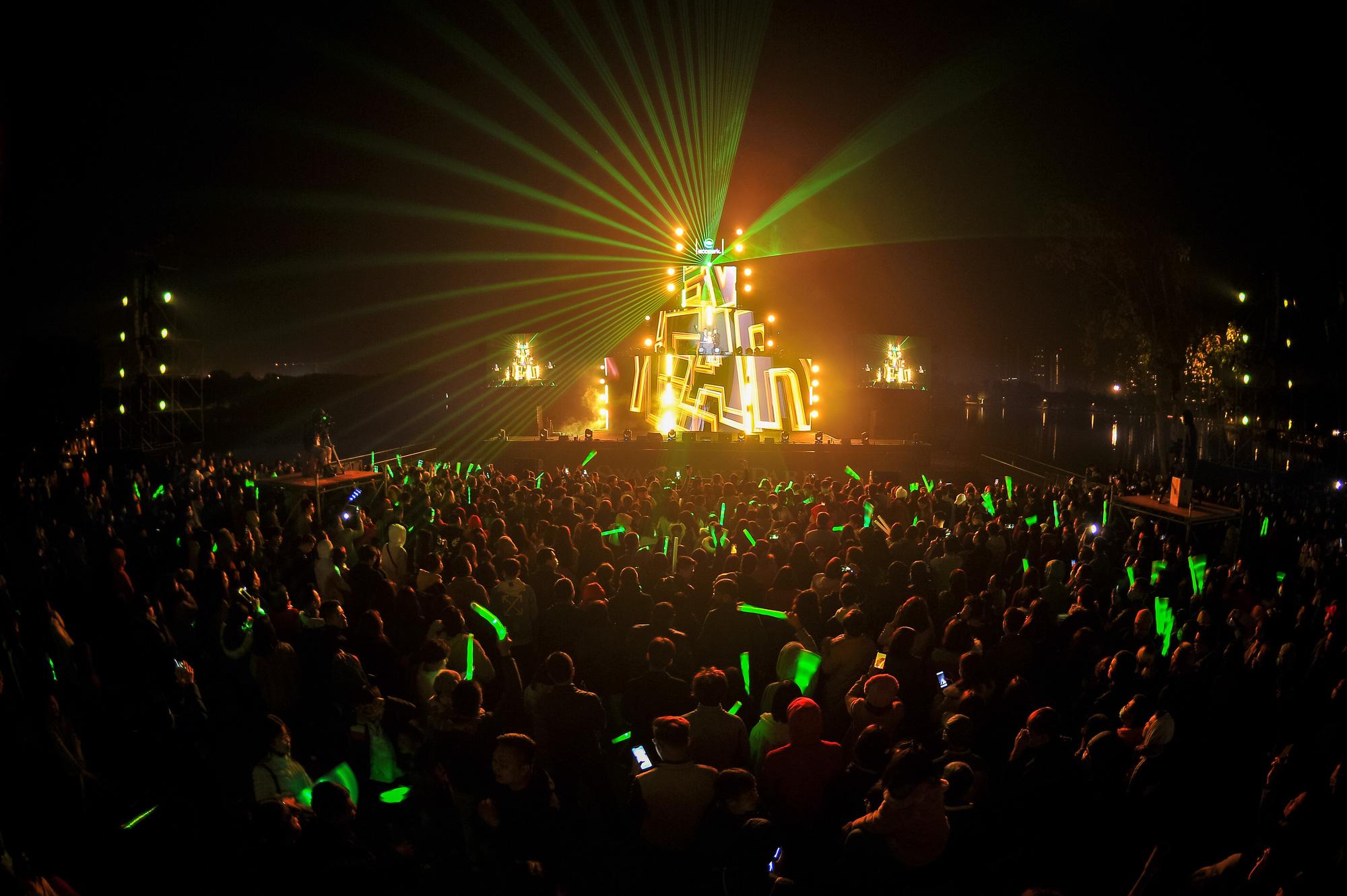 Gần 20 nghìn cư dân Ecopark mãn nhãn cùng đại tiệc countdown hoành tráng  - Ảnh 4.