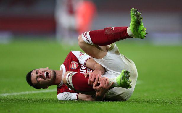 Gabriel Martinelli tự làm mình dính chấn thương mắt cá chân.