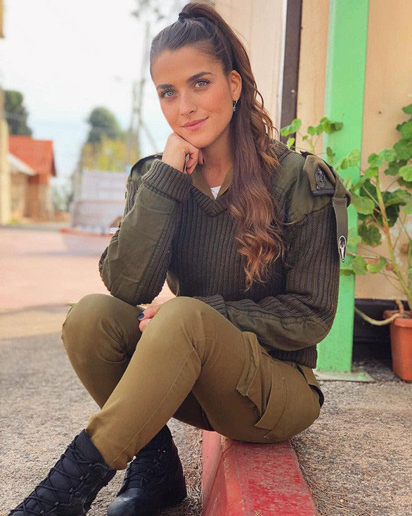 Nữ binh sĩ Israel quá xinh đẹp có làm ảnh hưởng đến nam giới? - Ảnh 2.
