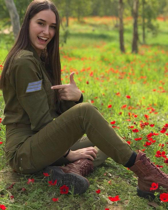 Nữ binh sĩ Israel quá xinh đẹp có làm ảnh hưởng đến nam giới? - Ảnh 4.
