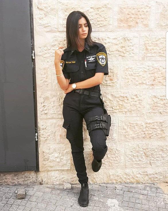 Nữ binh sĩ Israel quá xinh đẹp có làm ảnh hưởng đến nam giới? - Ảnh 7.