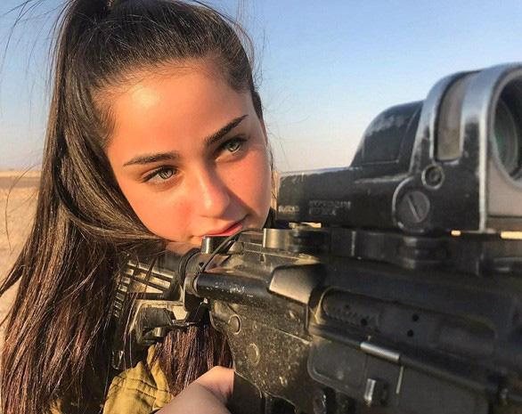 Nữ binh sĩ Israel quá xinh đẹp có làm ảnh hưởng đến nam giới? - Ảnh 11.