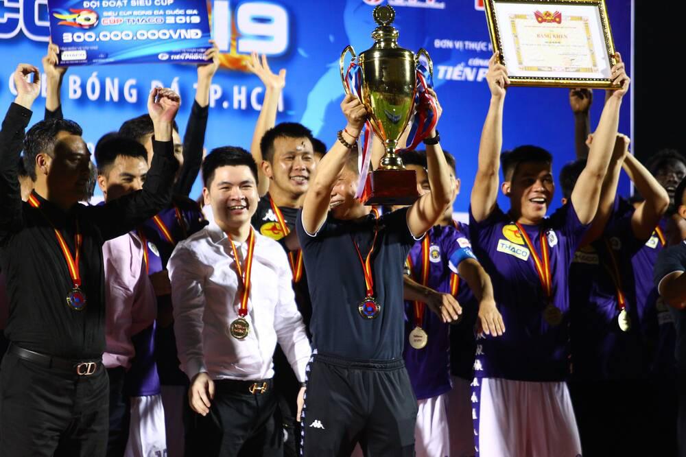 """Con trai bầu Hiển có """"đánh bóng"""" được hình ảnh của Hà Nội FC? - Ảnh 1."""