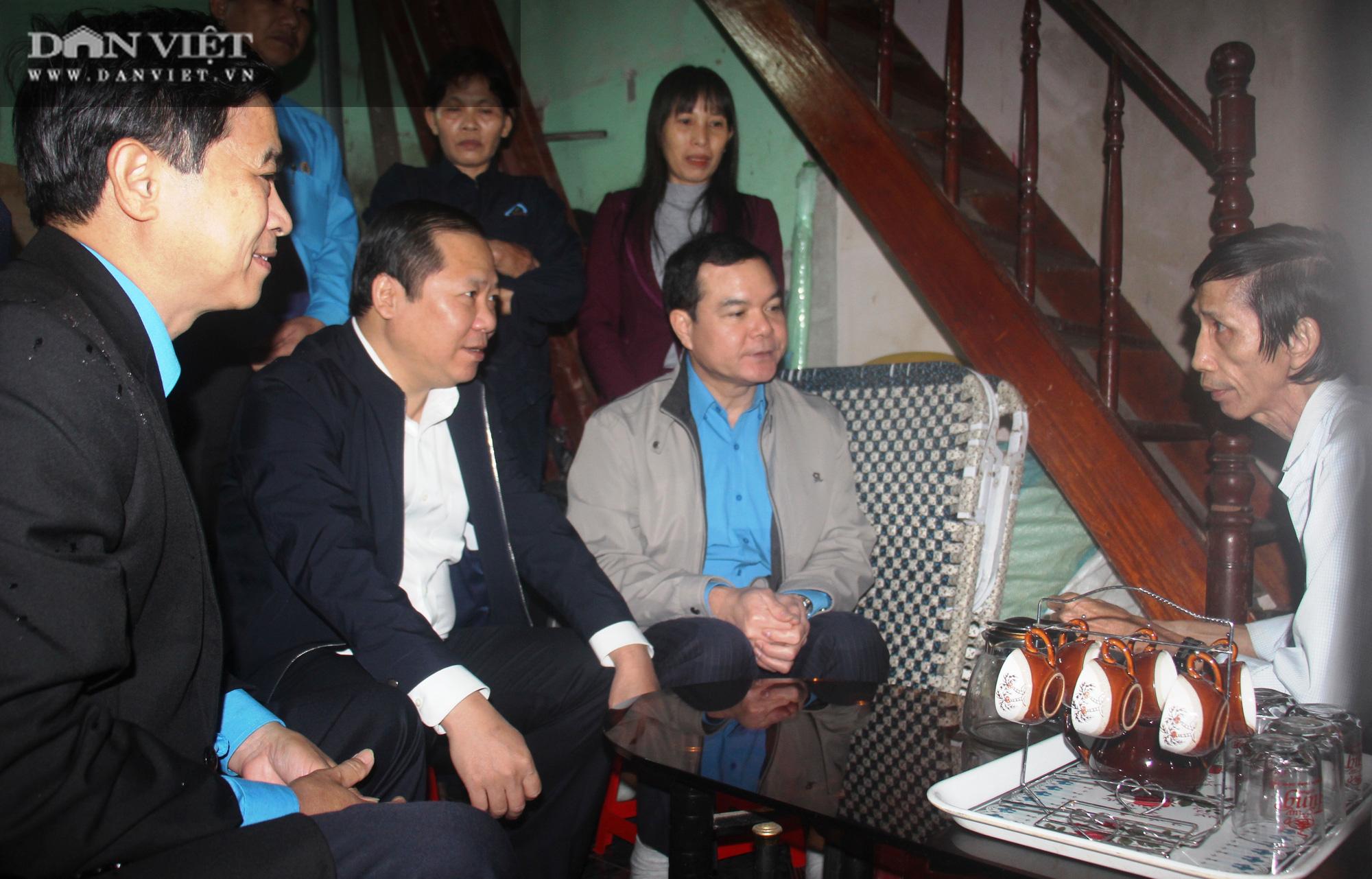 Mang Tết đến với hàng trăm công nhân gặp cảnh ngặt nghèo, khốn khó ở Bình Định - Ảnh 1.