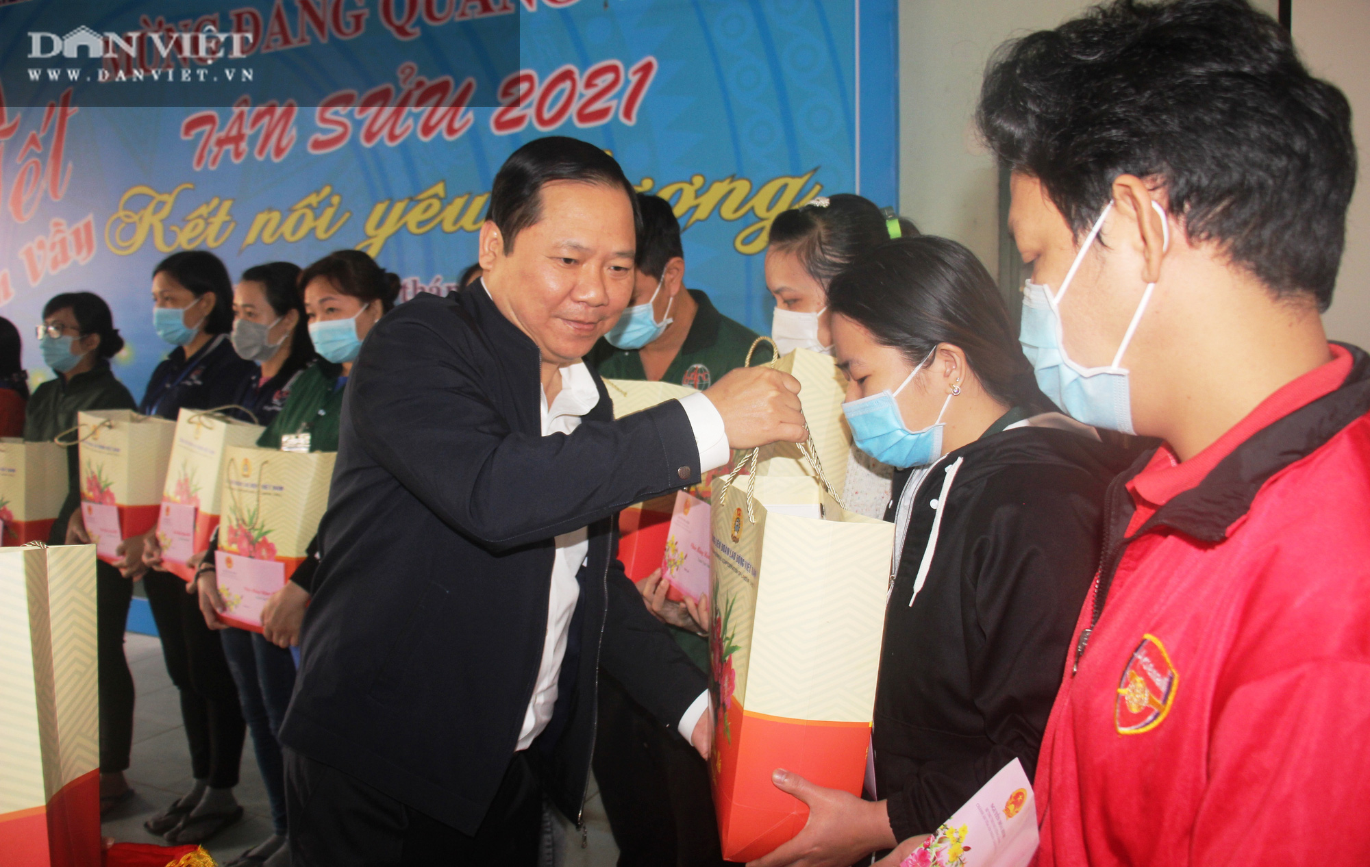 Mang Tết đến với hàng trăm công nhân gặp cảnh ngặt nghèo, khốn khó ở Bình Định - Ảnh 2.