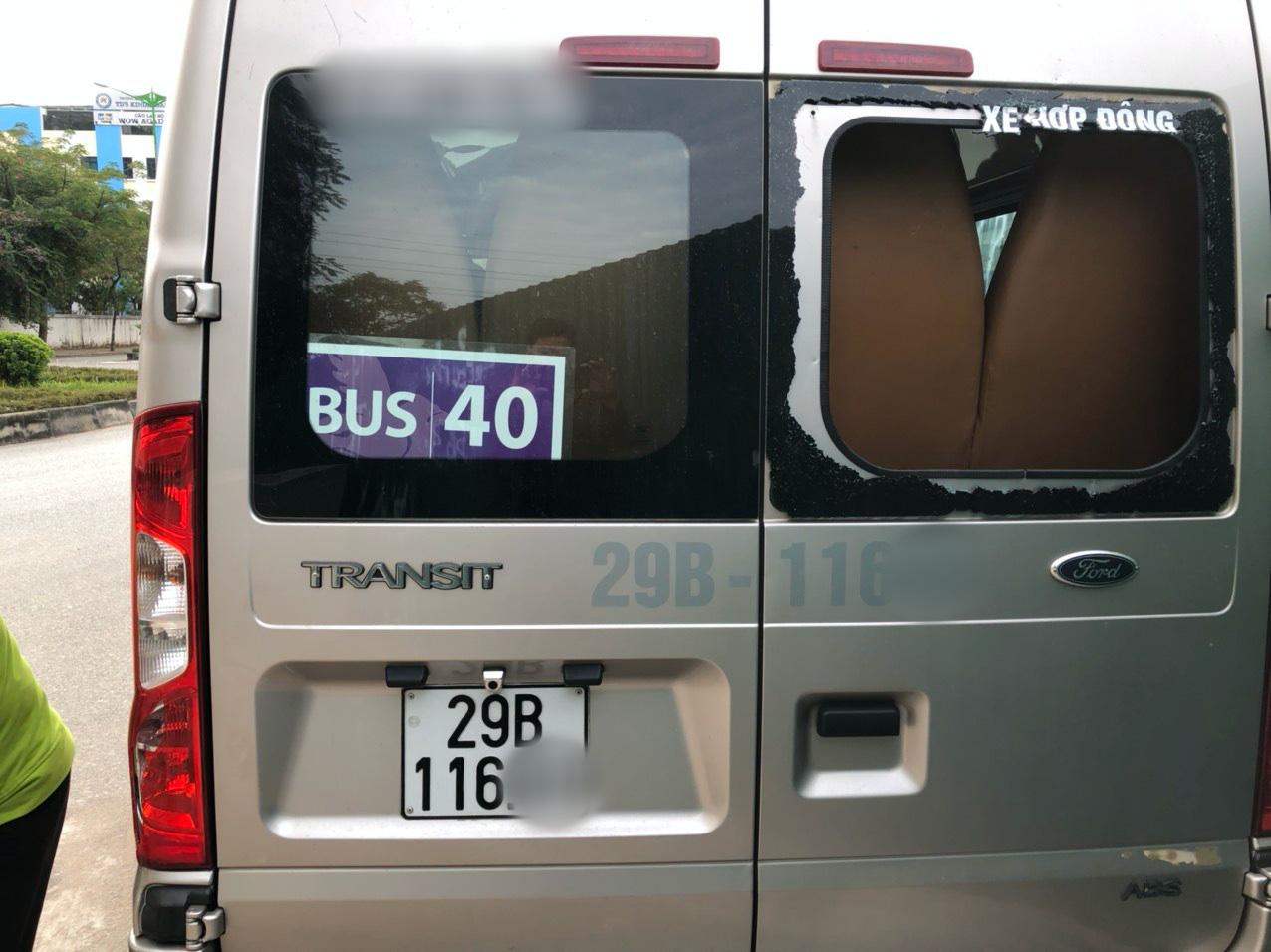 Hà Nội: 3 xe ô tô đưa đón học sinh bị kẻ xấu đập phá - Ảnh 1.