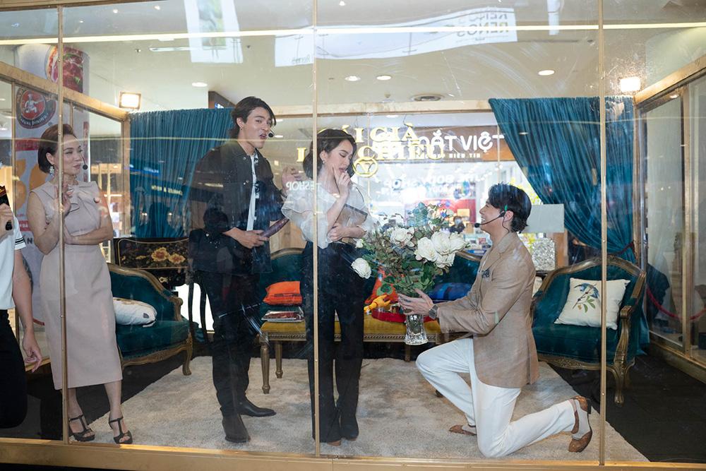 """Người tình """"tin đồn"""" của Trương Ngọc Ánh gây bất ngờ khi quỳ gối tặng hoa Kaity Nguyễn - Ảnh 1."""